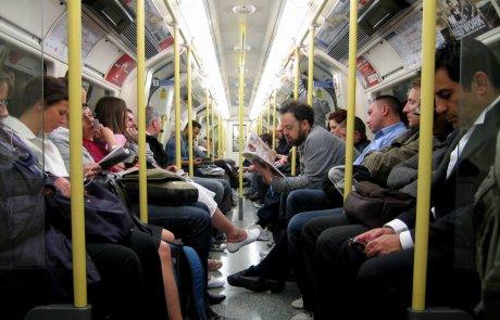 זרים ברכבת